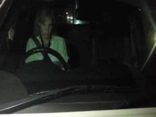 امریکی قونصلیٹ کی گاڑی ایک خاتون چلارہی تھیں جو قونصل خانے میں اسٹاف ممبرہیں