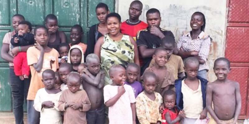 44 میں سے 38 بچے زندہ ہیں اور مریم کے ساتھ ہی رہتے ہیں