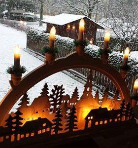 کرسمس کے پہلے چار اتوار ایڈوینٹ ویک کہلاتے ہیں جس میں ایک شمع کو روشن کر کے حضرت عیسیٰ کی آمد منائی جاتی ہے۔