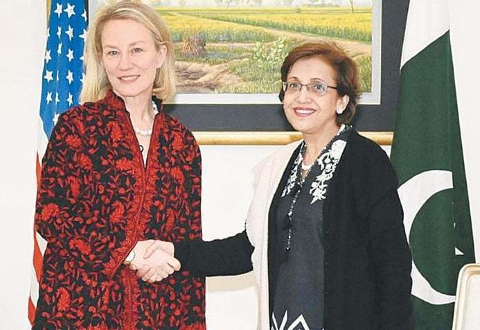 امریکی اسٹیٹ ڈیارٹمنٹ کی سینئر عہدیدار اور  جنوبی و سط ایشیائی امور کی سفیر ایلس ویلزفغانستان میں امن کی بحالی کے لیے طالبان کو مذاکرات میں شمولیت پر آمادہ کرنے کے حوالے سے  پاکستان کی سیکریٹری خارجہ تہمینہ جنجوعہ سے دفتر خارجہ میں ملاقات کررہی ہیں