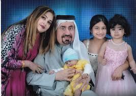 ڈاکٹر زبیر فاروق اپنی اہلیہ نوشین اور بچوں کے ہمراہ