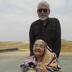 غلام محی الدین اپنی مرحومہ والدہ کے ہمراہ