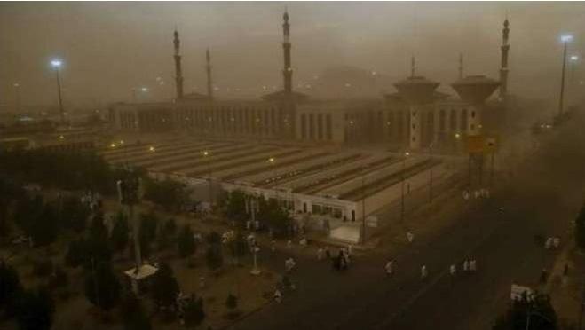 سعودی عرب میں بارشیں، طوفان گرد وغبار مزید دو دن جاری رہنے کی پیش گوئی