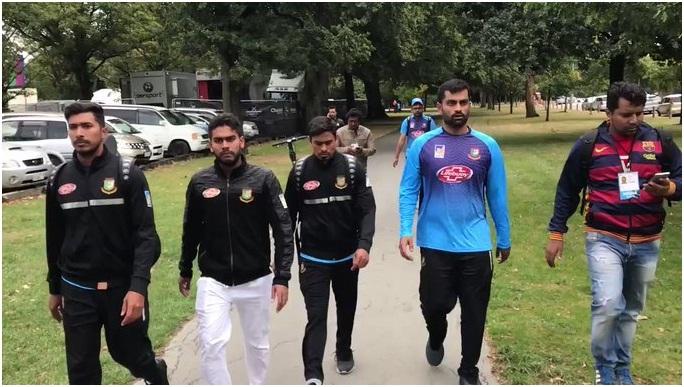 نیوزی لینڈ کے دورے پر گئی ہوئی بنگلہ دیش کی کرکٹ ٹیم کے کھلاڑی جو جمعہ کی نماز کے لیے مسجد میں تھے حملے کی زد میں ؔنے سے بال بال بچ گئے