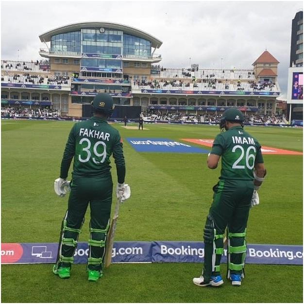 ورلڈ کپ 2019 پاکستان کرکٹ تیم کے اوپنر امام الحق اور فخر زمان اننگ کا آغازکرنے کی خاطرمیدان میں اترنے کے لیے امپائرکے اشارے کے منتظر ہیں