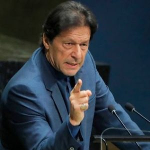 وزیراعظم عمران خان بھی میدان میں آ گئے۔ عدالتی فیصلے کا جائزہ لینے کے لیے کابینہ کا اجلاس طلب کرلیا