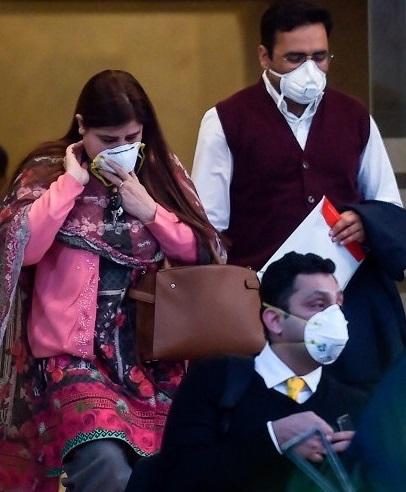 وائرس کے پھیلائوکو روکنے کے لیے تعلیمی اداروں، شادی ہالز اور سینما گھروں کو بند کردیا گیا ہے جبکہ عوامی اجتماعات اور تقریبات پر پابندی لگادی گئی