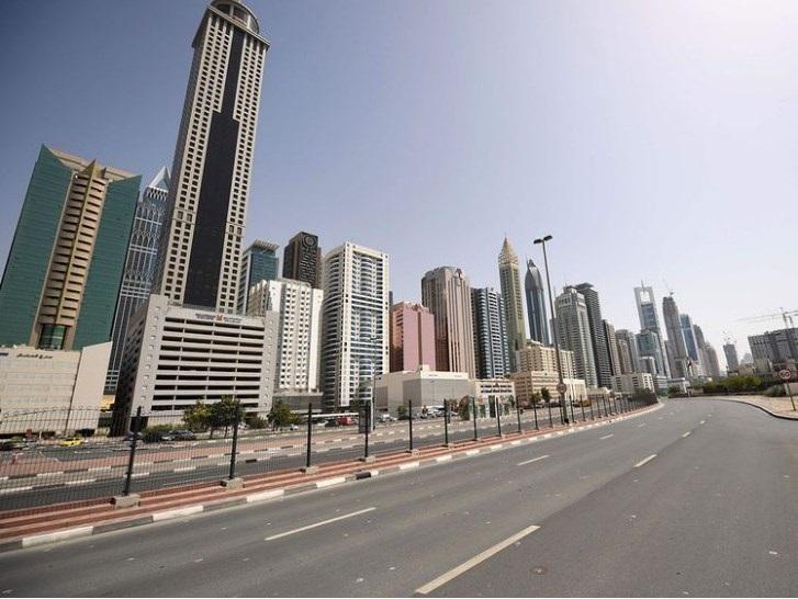 متحدہ عرب امارات میں مقیم  کورونا سے خوف زدہ  20 ہزار سے زائد پاکستانیوں نے دبئی میں پاکستانی قونصل خانے میں جمع ہوکر مطالبہ کیا کہ ان کی وطن واپسی کی جلد فلائٹ بک کروائی جائے