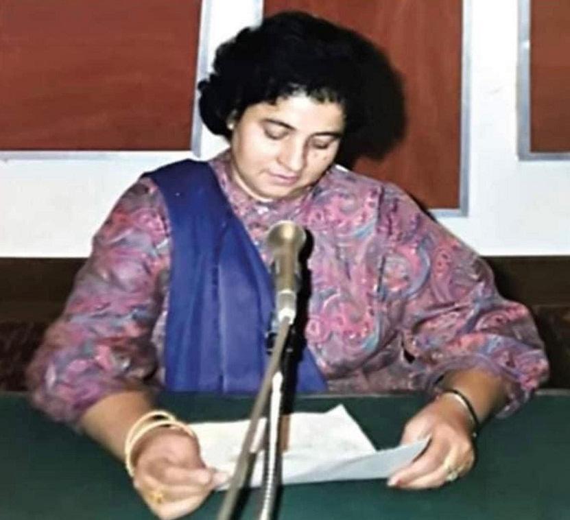 شمع خالد کو ریڈیو سے عشق تھا، لافانی محبت تھی، انہوں نے اپنی زندگی کابڑا حصہ ریڈیو کو دیا ، وہ ریڈیو پاکستان کو اون کرتی تھی