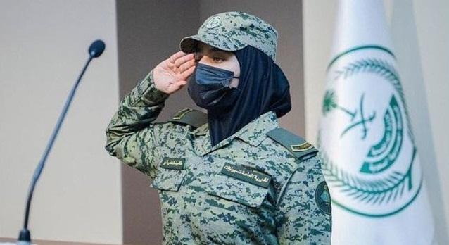 سعودی محکمہ پاسپورٹ کے انسٹی ٹیوٹ سے 365 سعودی لڑکیوں نے عسکری ٹریننگ کورس مکمل کیا